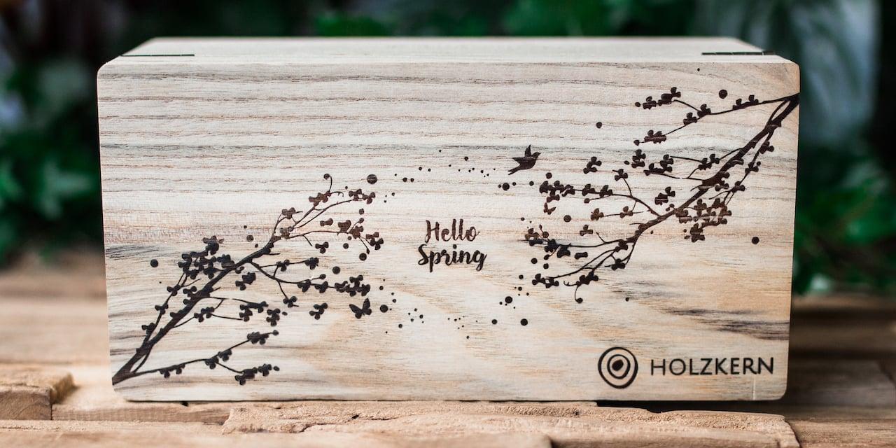 Die Holzkern Frühlings-Box
