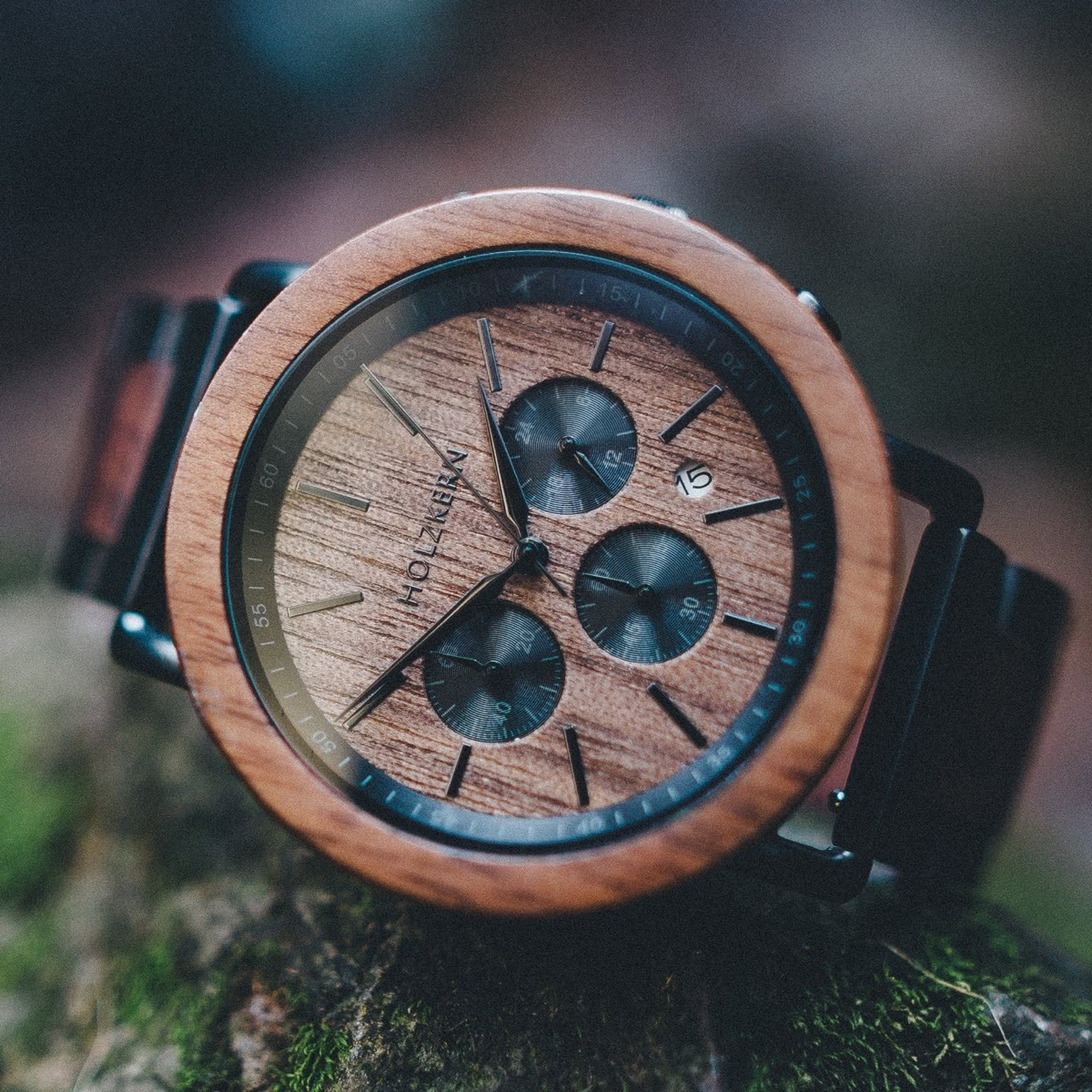 A look onto the dial of the wood watch Dusk by Holzkern