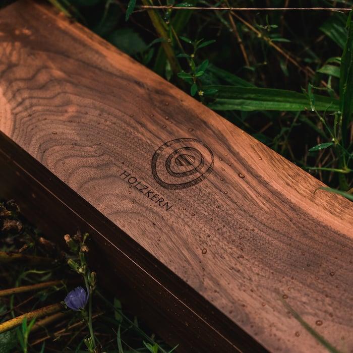 Die Holzkern Sammlerbox aus Walnussholz 1 EN