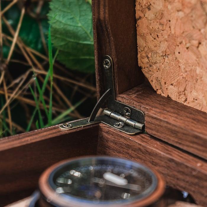 Die Holzkern Sammlerbox aus Walnussholz 6 EN